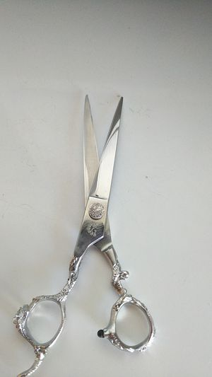 Left handed curve grooming shears for Sale in Vallejo, CA