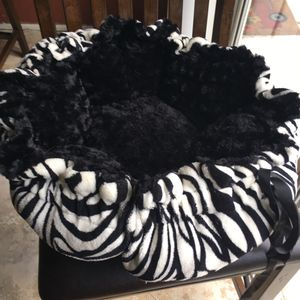 Small dog bed for Sale in Riverview, FL