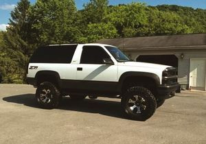 best truck chevrolet tahoe 1988 clean for Sale in Roanoke, VA