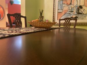 Wood dining room table set and six chairs remarkable shape! for Sale in Palm Beach Gardens, FL