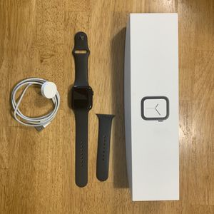 Apple Watch 4 44mm for Sale in Spring Lake, NC