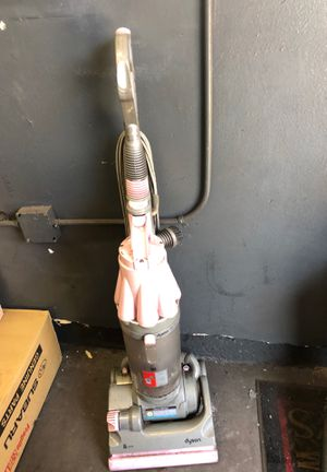 Dyson Pink vacuum needs new hose works in very good condition for Sale in Los Angeles, CA