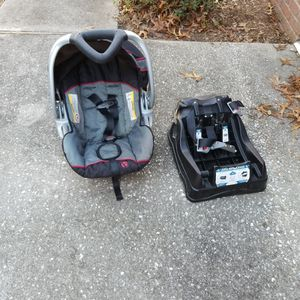 Baby Trend Infant Seat and Base for Sale in Lecanto, FL