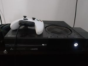 Xbox one and controller and astro headset for Sale in North Ridgeville, OH