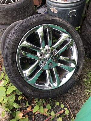 """Ford 22"""" chrome rim and tire only have 1 for Sale in Providence, RI"""