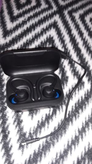 Brand new BlackWeb Wireless Bluetooth Headphones. Jus worn couple times for Sale in Tacoma, WA