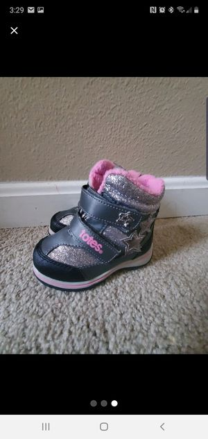 Totes boots for toddler girls size 6 for Sale in Middletown, CT