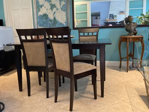Set Of 5 Counter Height Dining Set Wood Dining Table and 4 Chairs with Upholstered Seat. for Sale in Miami, FL