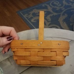 Longaberger Basket Small w Handle 2001 for Sale in Gaithersburg, MD