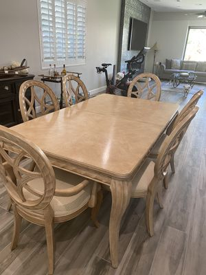 Dining Set: Table and Chairs (Bernhardt) for Sale in Las Vegas, NV