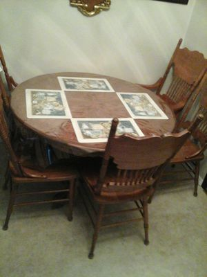 Table 5 chairs for Sale in Aberdeen, WA