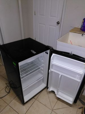 Refrigerator working fine 40$ for Sale in Manassas, VA