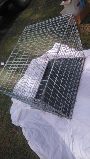 Medium sized metal crate for Sale in North Charleston, SC