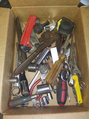 Box of misc hand tools for Sale in Liverpool, PA