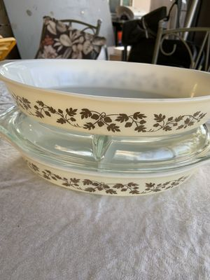 PROMO VINTAGE PYREX casserole dishes set. for Sale in Fresno, CA