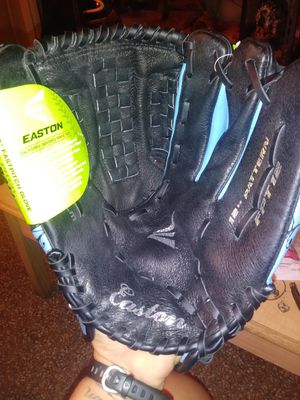 Easton fast pitch 12'' softball right-hand throw glove for Sale in Hollywood, FL