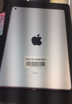 iPad 5th 32GB WiFi !! for Sale in Town 'n' Country, FL