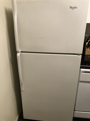 Whirlpool Refrigerator for Sale in Los Angeles, CA