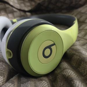 Beats Solo 2 Wireless Headset for Sale in San Diego, CA