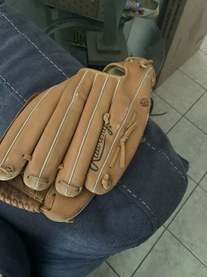Baseball glove for Sale in Georgetown, TX