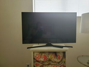 """Samsung Smart TV 5200 series 40"""" for Sale in Charlotte, NC"""