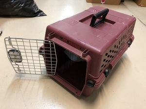 Pet carrier small dogs, rigid, great lock system. for Sale in Miami, FL
