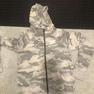 Girls Xl Nike Sweater for Sale in Hudson, NH