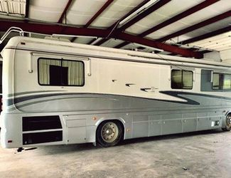 conveniences of home.1994 Monaco Crown Royale for Sale in Westgate,  NY