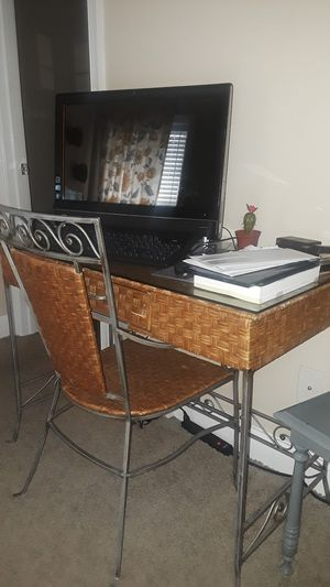 Nice desk and chair set! for Sale in Smyrna, TN