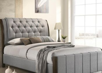 Light Grey Fabric Upholstered Queen Bed for Sale in Los Angeles,  CA
