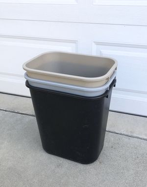 3 plastic trash bins for Sale in Rancho Cucamonga, CA