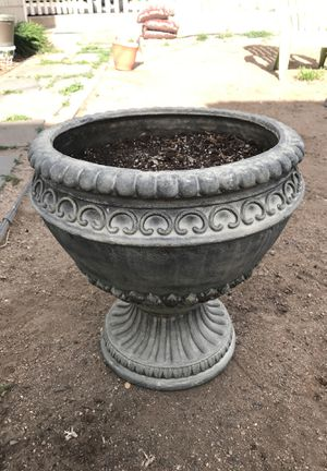 Flower pot for Sale in Colorado Springs, CO