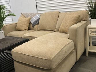 Sectional Sofa With Chaise for Sale in San Diego,  CA