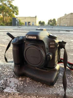 Canon 80D body only. Low shutter count for Sale in Long Beach, CA