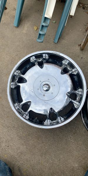 22' in rims chrome 5x114.3 or 5x4.5 for Sale in Chicago, IL
