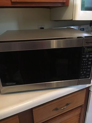 Stainless steel 1300w microwave for Sale in Gaithersburg, MD