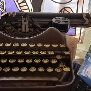 Vintage Corona Typewriter for Sale in Memphis, TN