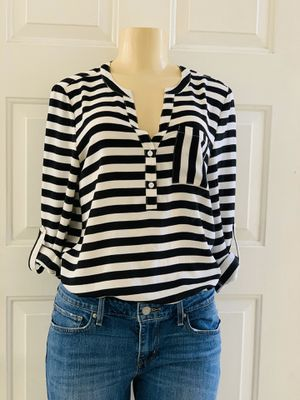 Woman's top size small $$$12 for Sale in Fontana, CA