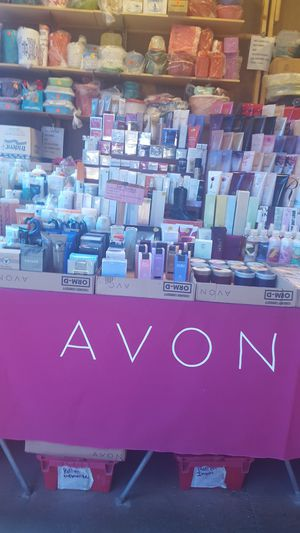New Avon products from $3.00 thru $35.00 see all photos and offers/ por favor mirar todas Las fotos for Sale in Phoenix, AZ