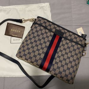 Gucci body bag for Sale in Los Angeles, CA