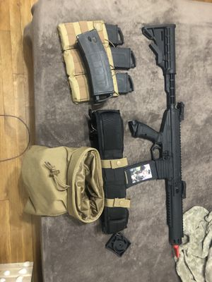 6 mags paintball gun belt dump pack and red dot sight for Sale in Bloomington, CA
