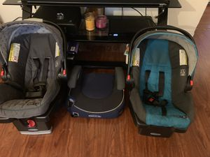 Graco 2 infant car seats and one booster seat for Sale in Alameda, CA
