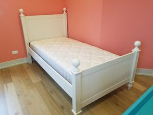 Twin size bed with mattress for Sale in Barrington, IL