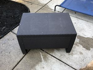 Outdoor coffee table for Sale in Alexandria, VA