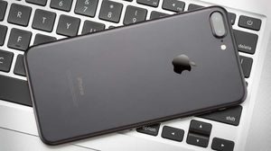 Unlocked iPhone 7 Plus 32gb Black for Sale in Providence, RI