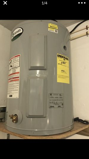 30 gallons water heater for Sale in Hollywood, FL