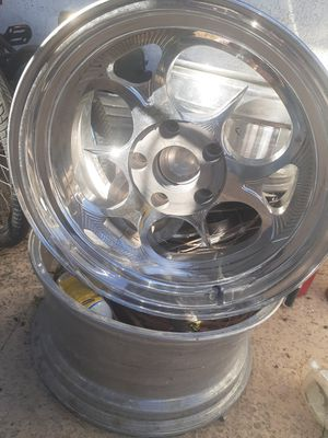 "18"" 5 log for chevy truck for Sale in Las Vegas, NV"