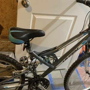 Women's Huffy Mountain Bike for Sale in Greater Upper Marlboro, MD