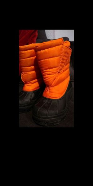 Kids snow / rain boots sz 10, only wore once before growing out of them. for Sale in Olympia, WA