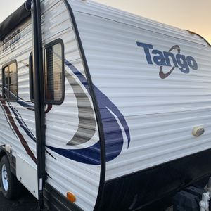 Like new Condition 2015 Tango Mini lite 14FT model# 12RB for Sale in Ontario, CA